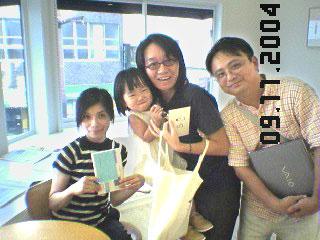 佐々木美穂さんと川野家の記念写真