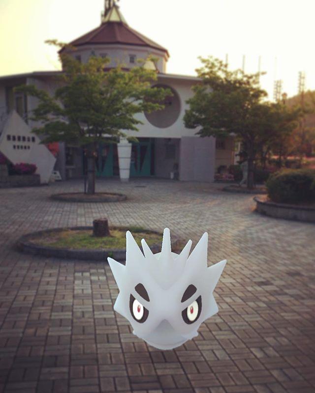 因島運動公園ににサナギラス!黒ボール+ズリの実×3回で逃げられました(^_^;) #ポケモンgo #因島 #サナギラス