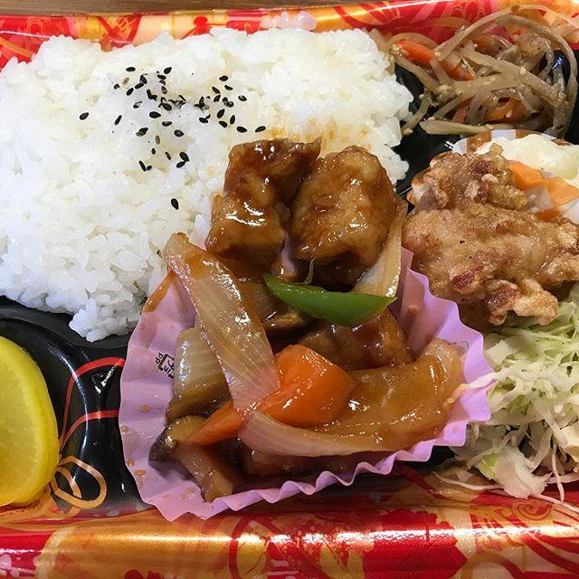 今日のお昼は因島スーパーの酢豚弁当。まいうー。#酢豚弁当 #因島