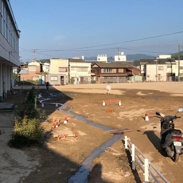 土生小学校の校庭は今こんな感じ。小さい川が出来ています。#因島 #土生小学校 #因島土生 #西日本豪雨災害