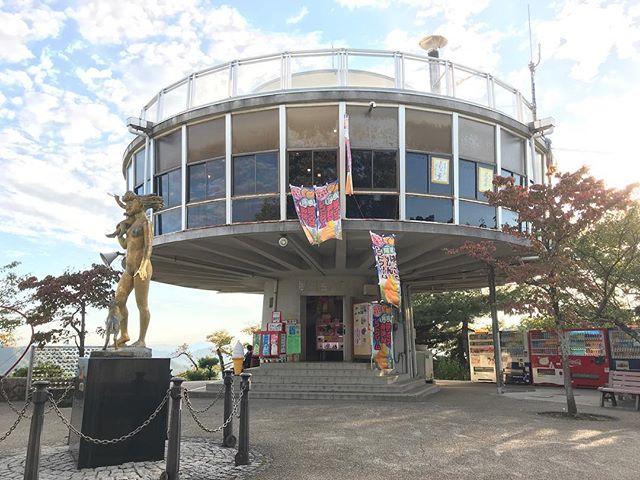 このデザインのまま立て替えたらええと思う。#尾道 #onomichi #千光寺 #千光寺展望台