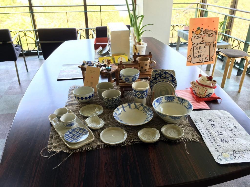 地元陶芸家の陶器展示販売コーナー