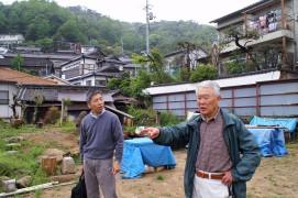 山城戸庵建設予定地で夢を語る香本さん