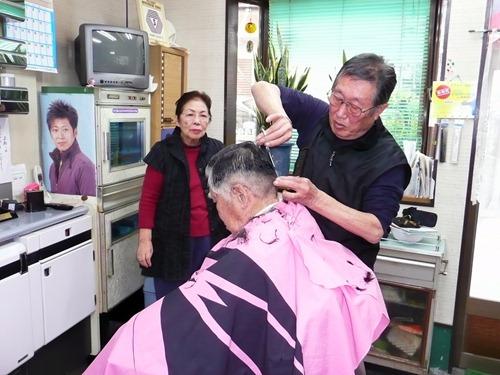 理容院50年の歩みに幕 光田和雄さん(78)冨子さん(79)