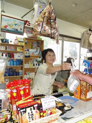 因島の表玄関土生港 売店中心に憩いの場 ひと工夫の商品揃う