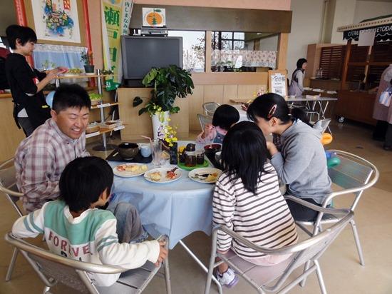 瀬戸田シトラスパーク 女性グループが喫茶店 地元物産メニュー揃う