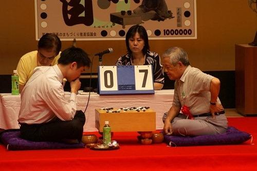本因坊秀策囲碁まつり 蘇耀国八段に栄冠 愛好家300余人参加