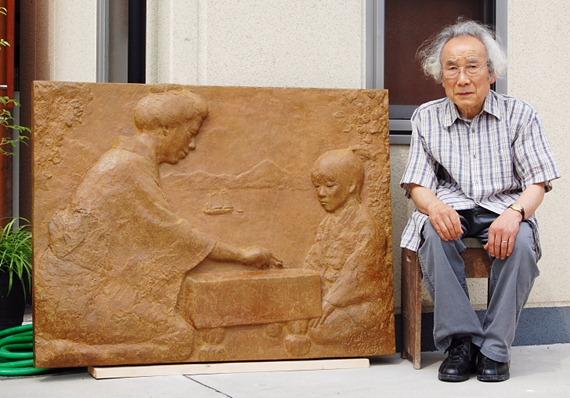 因島文化協会創設40年記念 本因坊秀策記念館生家跡に「母之教」のレリーフ寄贈