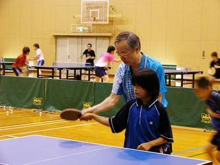 [8月27日] 専修大卓球部が因島で合宿 土生町出身 世界の福島さん 小中高生のため卓球教室