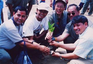 [9月 3日] ネパールの教育支援行う 広島・岡山の里親の会 現地の子どもたちを訪問