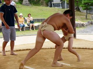 [9月12日] 中庄で因島相撲大会 大人も子供も真剣勝負 いっそうの普及めざす