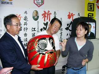 [9月17日] 亀井氏「郵政以外は是々非々」6区の主役になったホリエモン 地滑りした民主佐藤氏の浮動票
