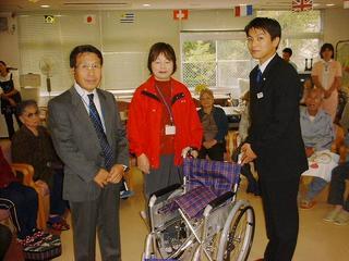 [11月 5日] 朝日生命因島 車椅子を寄贈