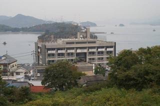 [11月12日] 尾道合併へ行政組織決る 因島9課、瀬戸田3課へ