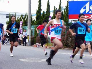 [12月 3日] 因島フラワー駅伝 86チームが健脚競う 晩秋の瀬戸路を襷継ぐ