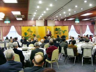 [12月 3日] 国民新党亀井静香代議士 因島の時局講演で快気炎