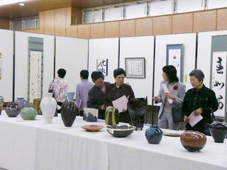[4月15日] 因島美術展始まる 16日まで市民会館 入賞作品など105点