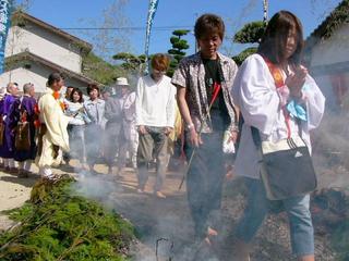 [5月 6日] 験乗宗総本山「光明寺」古式に則り春期大法会 全国から行者ら600人