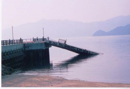 [7月 1日] 大浜相川海岸桟橋沈没 小早6艘は通報で無事