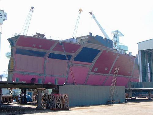 [9月16日] 20年ぶりの大型船進水式 「島が沈む」といわれた呪縛からの解放