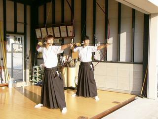 [9月23日] 尾三優勝の瀬高・弓道部 学校公開で人気が集中 13年の努力の歴史みのる