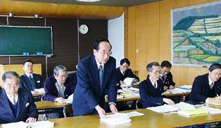 [3月 6日] 因島市新年度当初予算案 一般会計99億7400万円 無い袖振れぬ緊縮消極策