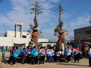 [2月12日] 大浜神明祭り 勇壮にとんど舞う 町あげての伝統絵巻き
