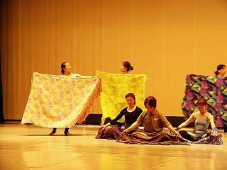 [6月11日] 踊りつづけられる幸せ うしお創作舞踊公演 22人の男女が総出演