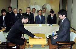 [6月10日] 尾道・因島合併記念対局 高尾本因坊が2勝目 市技囲碁の拡大をPR