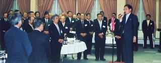 [1月 8日] 2005年因島市新年互礼会 新生内海造船に期待寄せる祝辞 手探りの市町村合併の進路問う