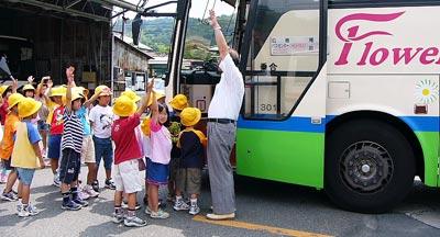 [7月 3日] 田熊小児童バス見学会 マイカー時代の体験学習