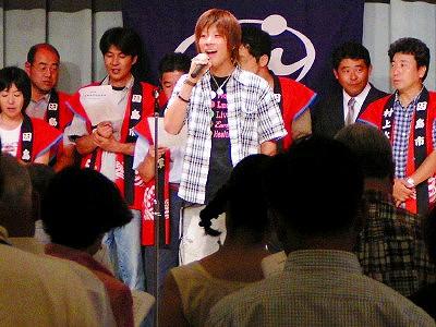 [8月21日] 因島高校同窓会2004 総会と懇親会楽しむ 200人が故郷満喫