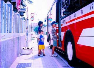 [9月25日] バスの日 子供らでにぎわう