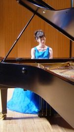 国際ソロプチしまなみ 認証1周年コンサート 釜山十二華さんがピアノ演奏