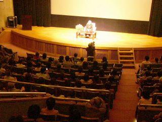 瀬戸田でしまなみ映画祭 新藤監督が瀬戸内を語る 450人が泰ちゃん偲ぶ