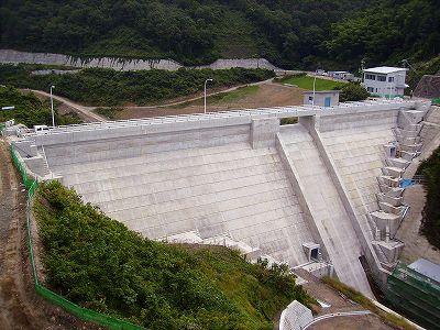 県営畑地帯整備事業 重井地区奥山ダム 水ための試験開始