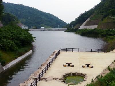 中庄・奥山ダムほぼ満水 自然放流間もなく開始 非常事態はサイレンで警報
