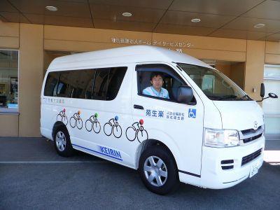 特養・瀬戸田「楽生苑」が財団支援で福祉車輌購入