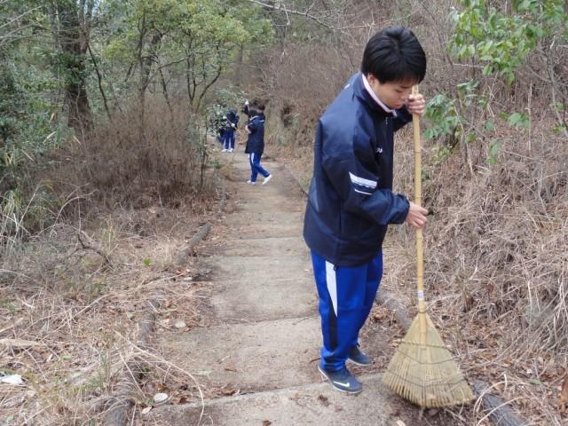 潮音山公園遊歩道の清掃活動
